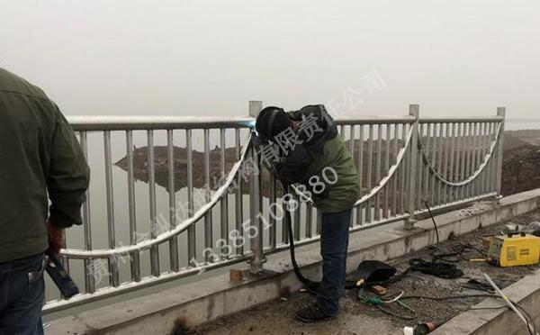 不锈钢护栏施工安装